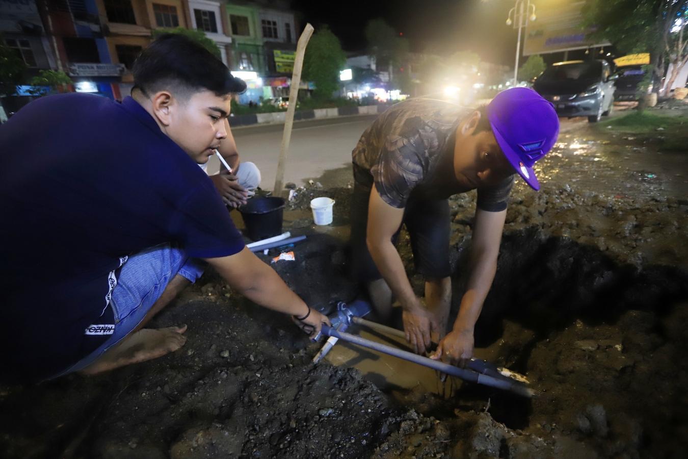Tim Reaksi Cepat PDAM Tangani Pipa Bocor Jalan T Nyak Arief