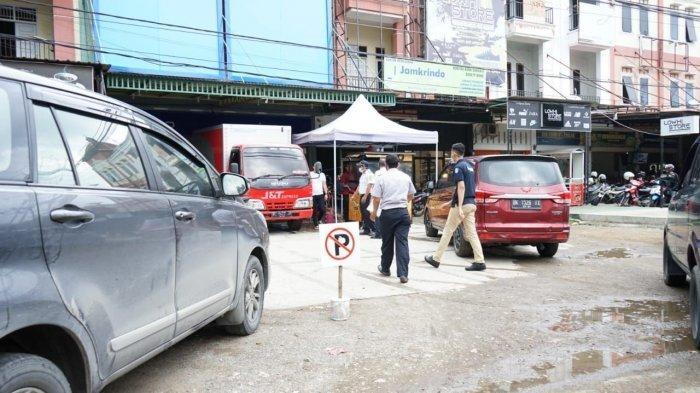 Dishub Kota Peringatkan Pemilik Usaha Tidak Pasang Plang 'Khusus Pelanggan' dan 'Larangan Parkir'